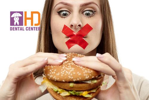 Bọc răng sứ có ăn uống bình thường được không? Những điều kiêng cữ sau khi bọc răng sứ
